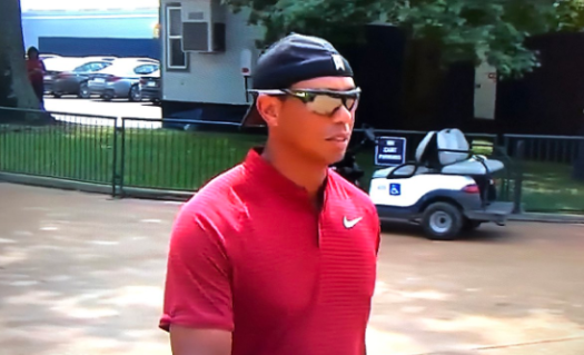 tiger-woods-hat-backwards.png